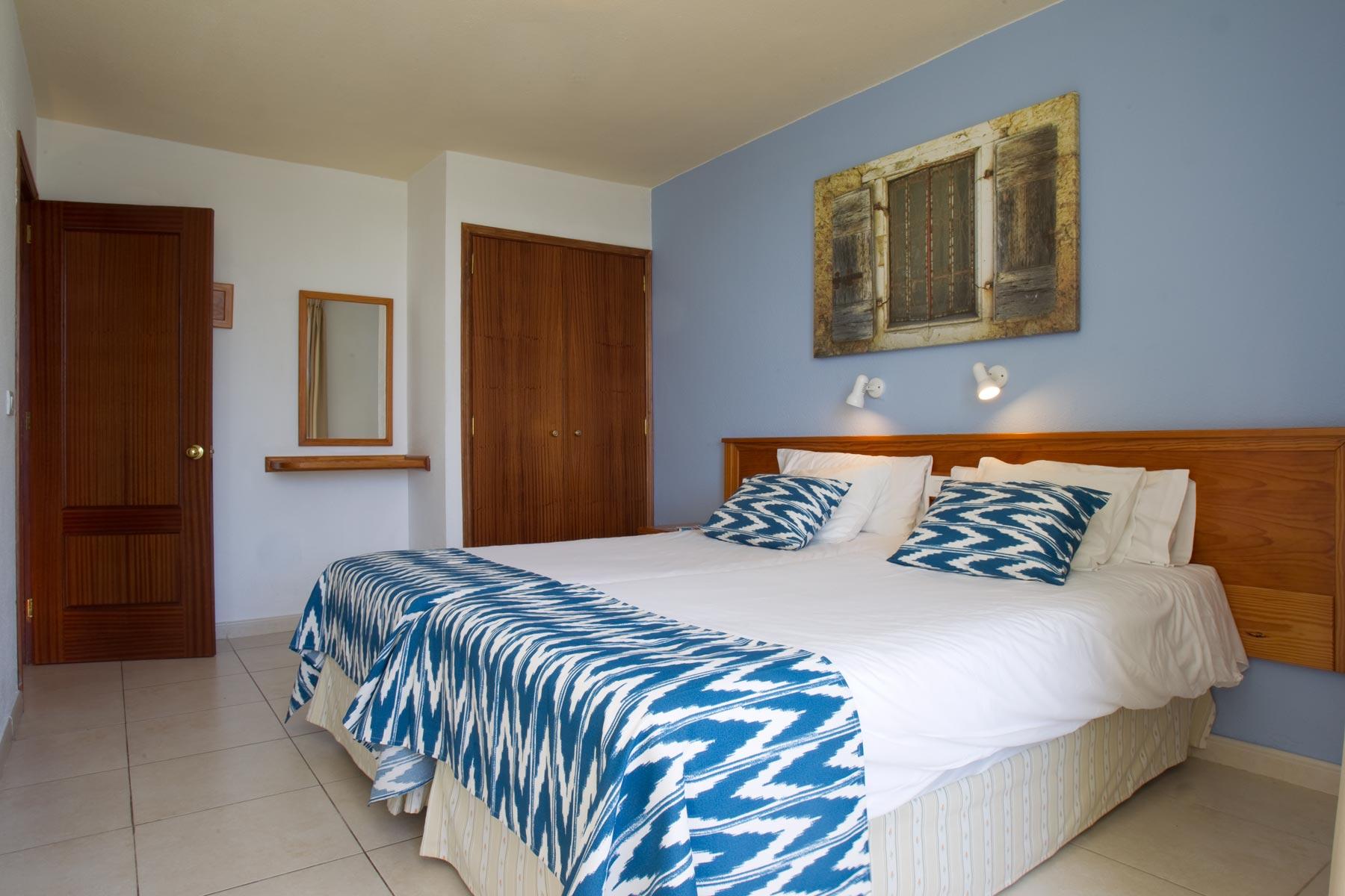 Apartamentos hotel playa del sol web oficial for Descripcion de una habitacion de hotel